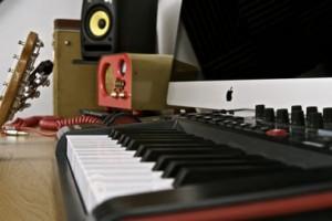 19 способов зарабатывать, создавая музыку на компьютере.